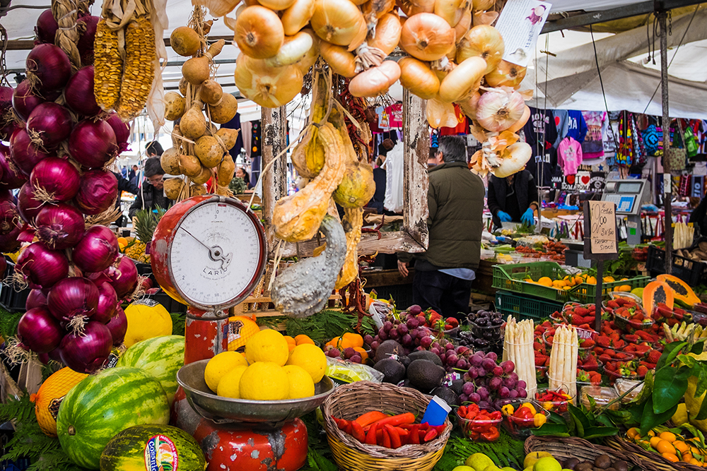 Absolute Italy - Customizing Italian Travel- Fruit and Vegetables in Rome market